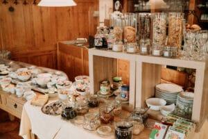 Frühstücksbuffet in Gemünden am Main für unsere Hotelgäste und Hausgäste in unserem Hotel in Gemünden am Main Unterkunft.
