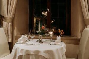 Feierliches und festliches Abendessen in elegantem Rahmen bei candle light dinner oder einer Firmenfeier. Auch für Hochzeiten und Geburtstage.