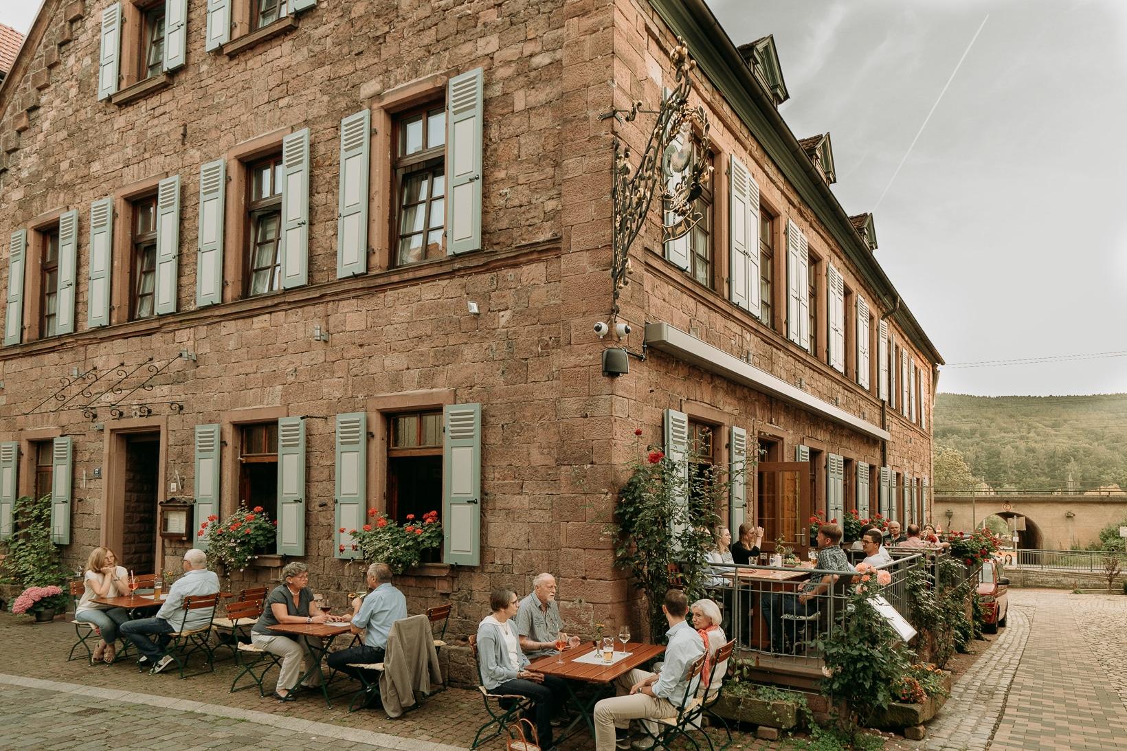 Biergarten und Überdachbare Seitenterasse mit Außenplätzen in Gemünden am Main
