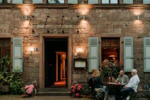 Abendstimmung in der Obertorstraße in Gemünden am Main oder in Lohr am Main oder Karlstadt am Main