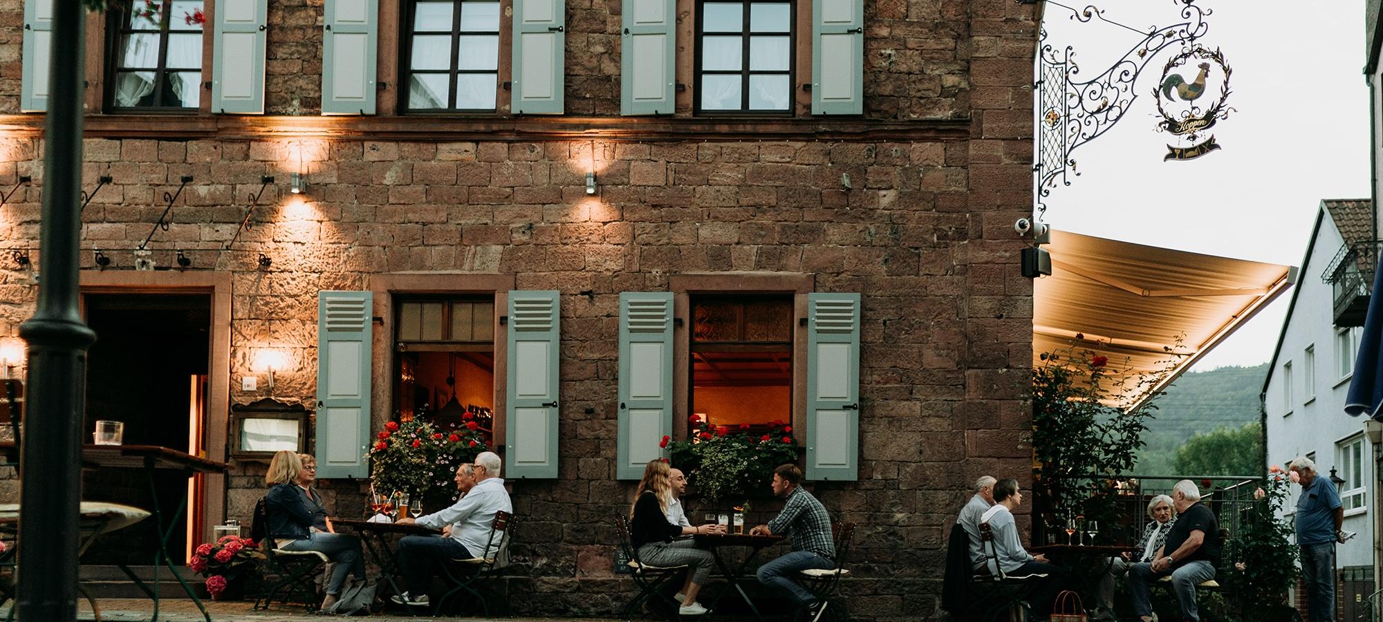Mittagessen und Abendessen im Biergarten mit Außenbereich bei fränkischer Küche